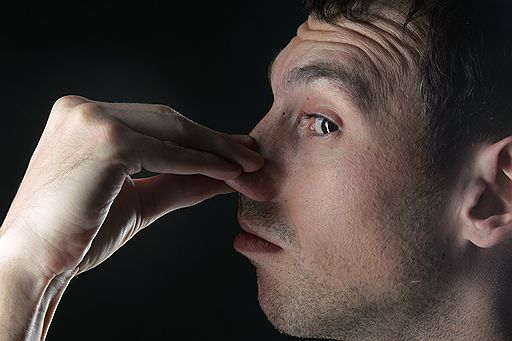 uomo naso